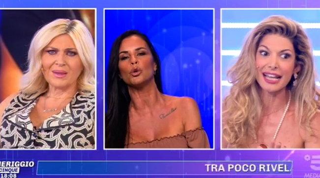 """Lite in diretta tra Antonella Mosetti e Maria Monsé: """"Ti prendo a calci in c***"""""""