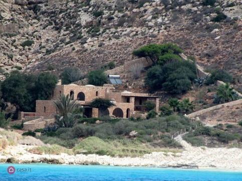 A Lampedusa è in vendita la villa appartenuta a Domenico Modugno