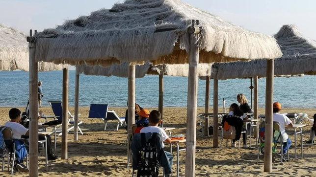 Coronavirus, a Vasto la scuola si fa in riva al mare