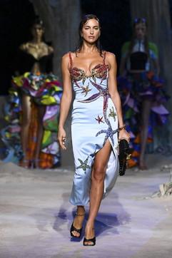 Milano Fashion Week, Versace: i look della collezione P/E 2021