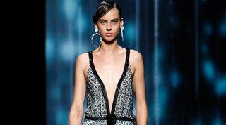 Milano Fashion Week, ecco Giorgio Armani: sfila la bellezza oltre il tempo