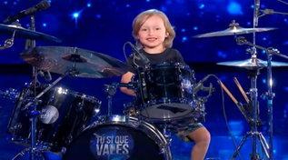 """""""Tu si que vales"""": applausi per Alessandro, batterista prodigio a soli 5 anni"""