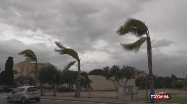 Maltempo al Centro-Sud   Piogge e rovesci con raffiche di vento fino a 60-70 km/h