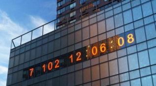 """""""Alla Terra restano sette anni di vita"""": a New York arriva Climate Clock, il conto alla rovescia per la catastrofe climatica"""