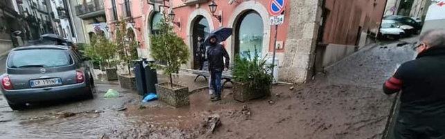 Il maltempo flagella l'Italia: pioggia, vento e neve   Paura a Sarno  Previsioni meteo