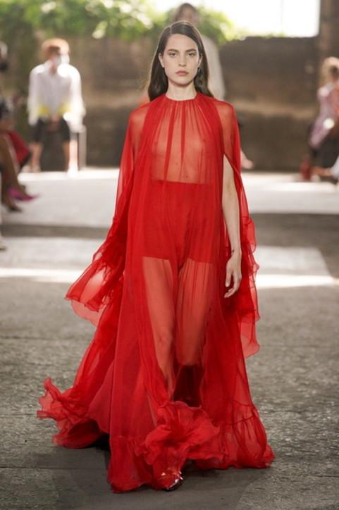 Milano Fashion Week, Valentino P/E 2021: ecco i look della sfilata