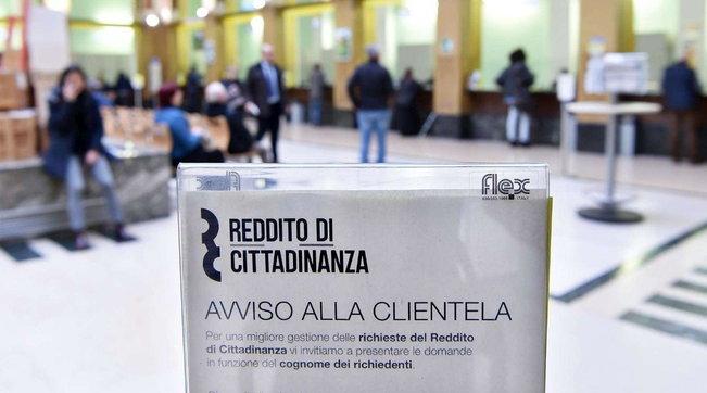 Reddito di cittadinanza, Conte vuole riformarlo: stretta su chi rifiuta il lavoro