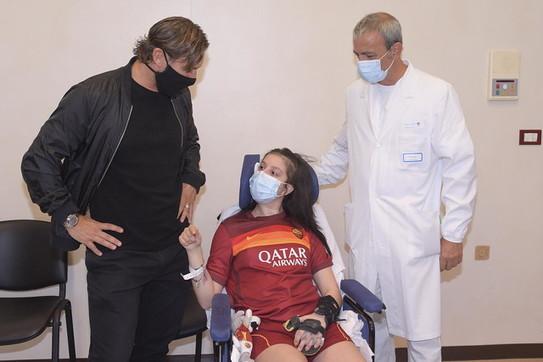 Francesco Totti incontra Ilenia, la ragazza uscita dal coma dopo aver sentito la voce dell'ex calciatore