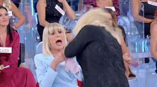 """""""Ti rifai a 71 anni per rimorchiare i giovanotti?"""", Tina attacca Gemma"""