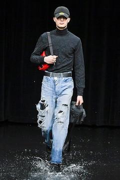 Uomo, dagli oversize al completo: tutto sui jeans per l'autunno
