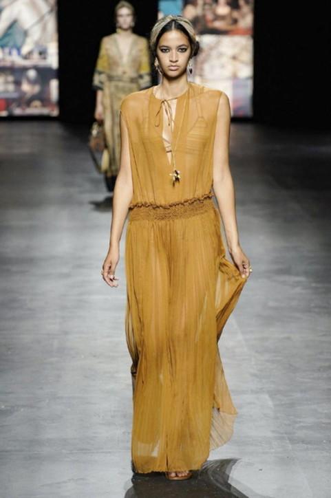 Paris Fashion Week, i look della sfilata Dior primavera estate 2021