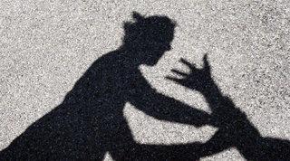 Ferrara, cede cocaina a una 16enne e la violenta: arrestato un 25enne