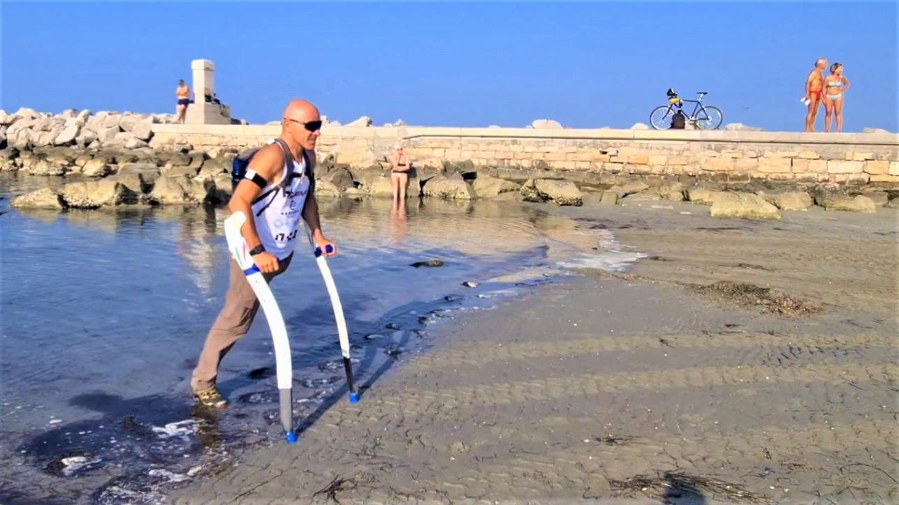 L'atleta paralimpico Devicenzi in cammino nella Pianura padana che rinasce dopo il lockdown