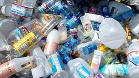 Scoperta una nuova plastica riciclabile all'infinito