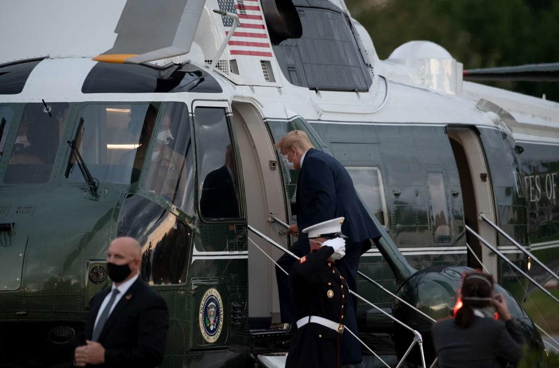 Usa, Trump lascia l'ospedale e torna in elicottero alla Casa Bianca