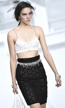 Chanel, i look della collezione P/E 2021 ispirata alle dive del cinema