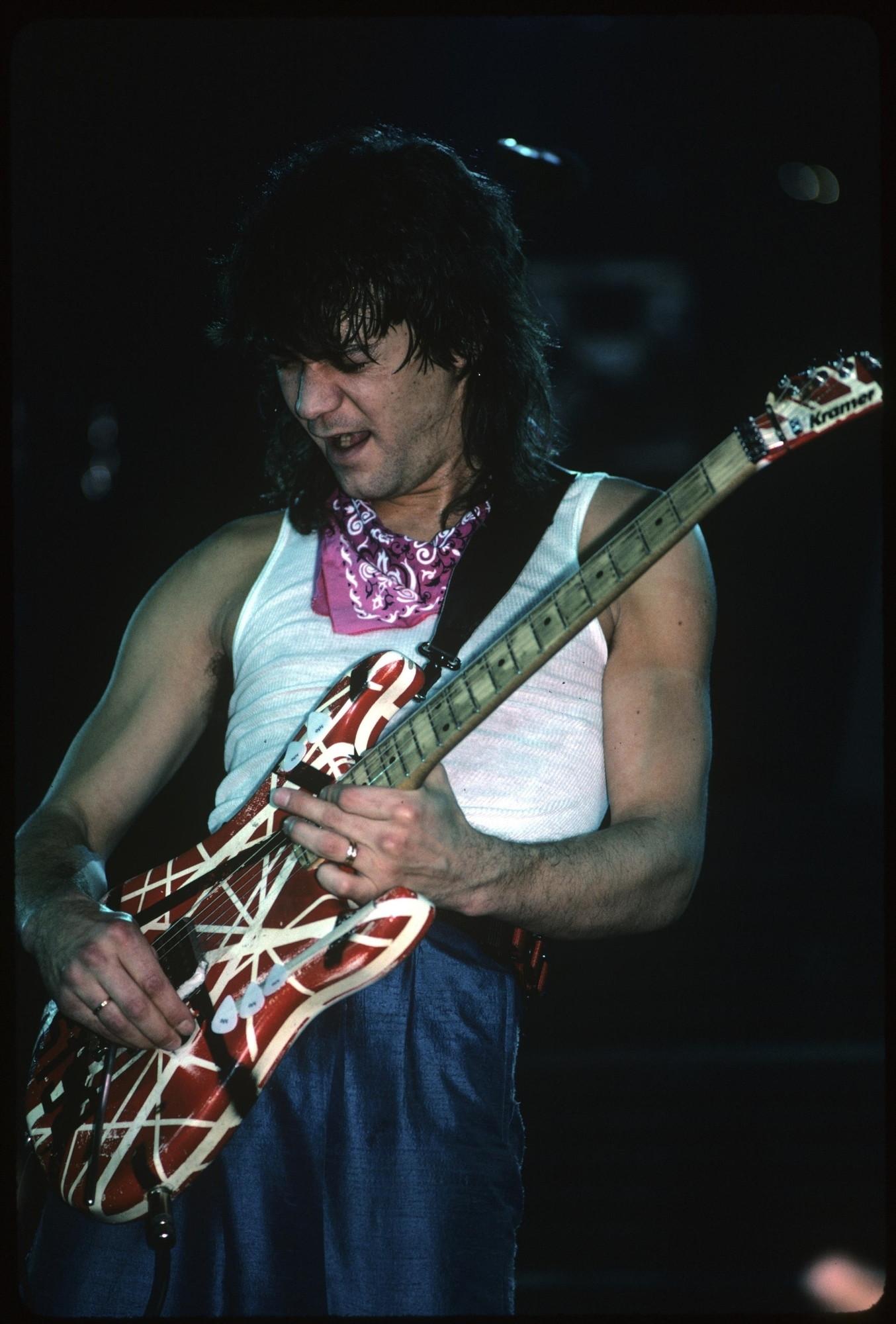 Addio a Eddie van Halen: il leggendario chitarrista e fondatore dei Van  Halen è morto a 65 anni per un cancro - Tgcom24