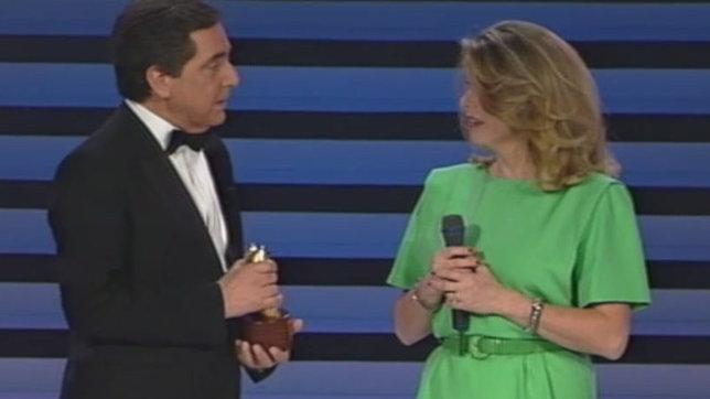 Buon compleanno Catherine Deneuve: nel 1990 consegnò il Telegatto a Corrado