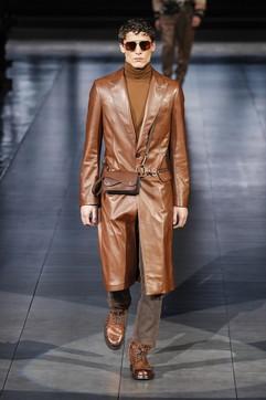 Moda uomo autunno 2020: come si portano trench e impermeabili