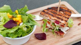 Per la linea: in pausa pranzo meglio il panino o l'insalata?