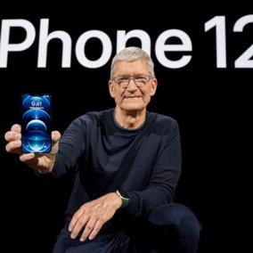 Apple lancia l'iPhone 12 con tecnologia 5G: anche in versione mini e Pro