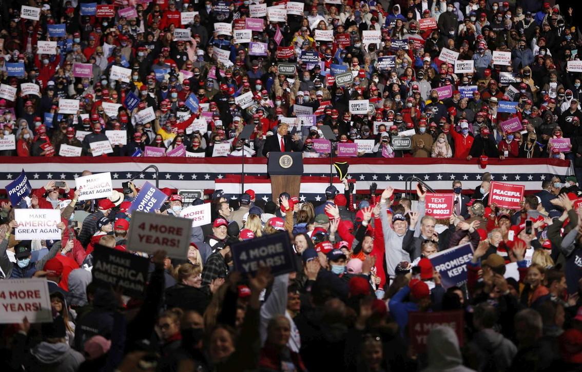 Trump, al comizio in Pennsylvania poche mascherine e nessun distanziamento