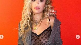 Rita Ora provoca con trasparenze intriganti e fa il pieno di like