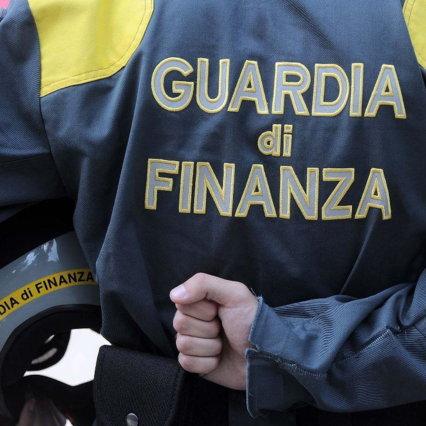 Covid, festa nel quartiere napoletano con 120 invitati: un blitz della guardia di finanza