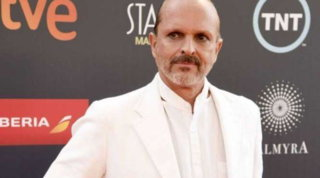 Guerra legale tra Miguel Bosé e l'ex compagno per la paternità dei quattro figli