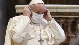 Coronavirus, anche il Papa ora indossa sempre la mascherina