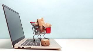 Acquisti sul web, i prezzi non restano uguali tutti i giorni: ecco quando è meglio comprare
