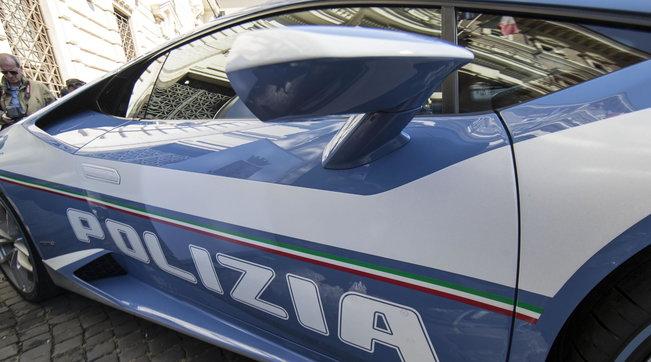 Da Padova a Roma a 230 km/h in Lamborghini per trasportare un rene: la polizia ha salvato una vita