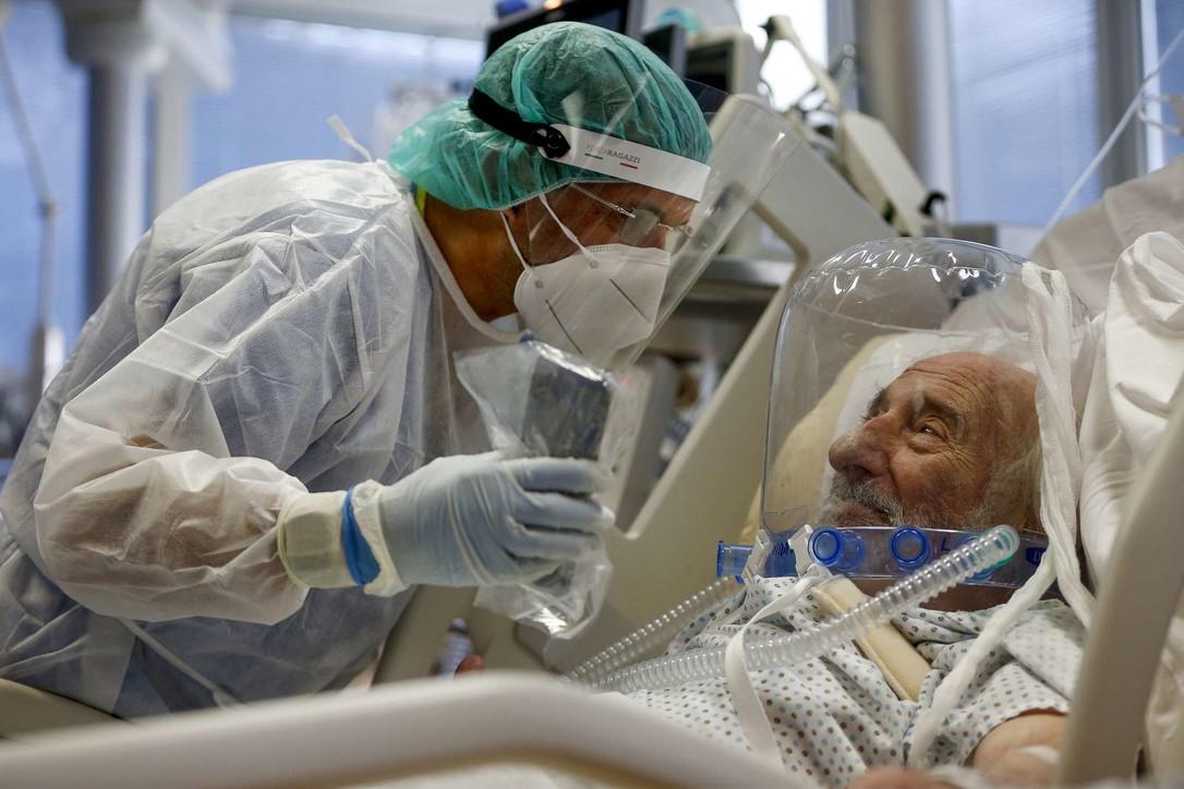 Roma, l'anziano Lucio in terapia intensiva: l'emozionante videochiamata col figlio