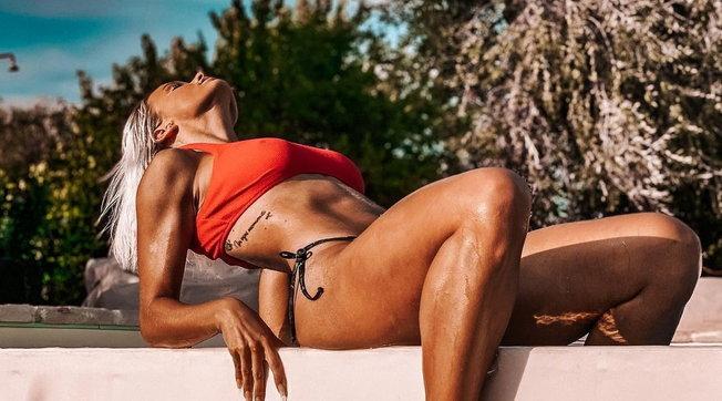 Mercedesz Hengersfoggia curve sexy sui social