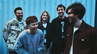 """I Nothing But Thieves tornano con """"Moral Panic"""": paure e dolori in chiave rock"""