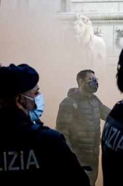 Coronavirus, nuovi scontri a Napoli: bombe carta contro lapolizia