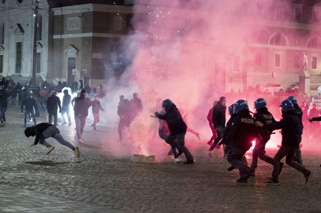 Roma, disordini in centro nelle proteste contro il coprifuoco