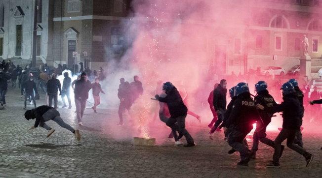 Roma, protesta contro le misure anti-Covid: disordini e diversi fermi