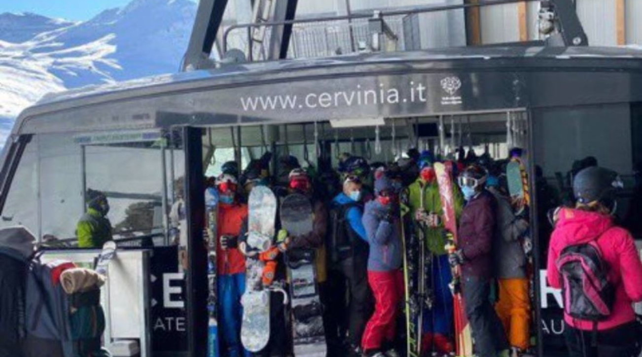 Cervinia, folla e polemiche per apertura stagione ai tempi del Covid-19