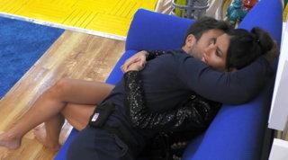 """""""GF Vip"""",Pierpaolo non si arrende: baci e abbracci con Elisabetta... che non si tira indietro"""
