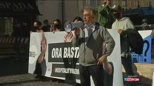 Coronavirus, l'Italia delle proteste