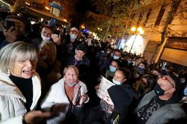 Nuova protesta in piazza a Napoli: Cura peggiore del male