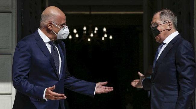 Lavrovin missione ad Atene, che impiccio questa mascherina