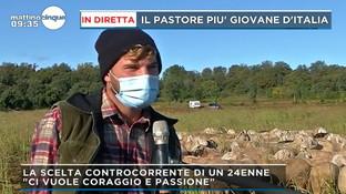 """Sceglie di fare il pastore, è il più giovane d'Italia: """"Sono libero, non tornerei indietro"""""""