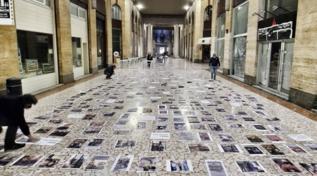 A Cremona flash mob dei ristoratori contro il decreto anti-Covid: aterra decine di foto di chi è in difficoltà