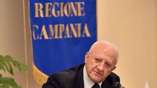 """De Luca scrive a Conte: """"Stop alle decisioni improvvisate"""""""