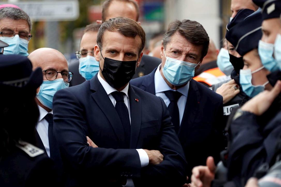 Attacco a Nizza, il presidente Macron arriva alla Basilica