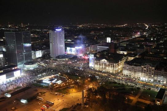 Centinaia di migliaia di donne in piazza a Varsavia in difesa dell'aborto