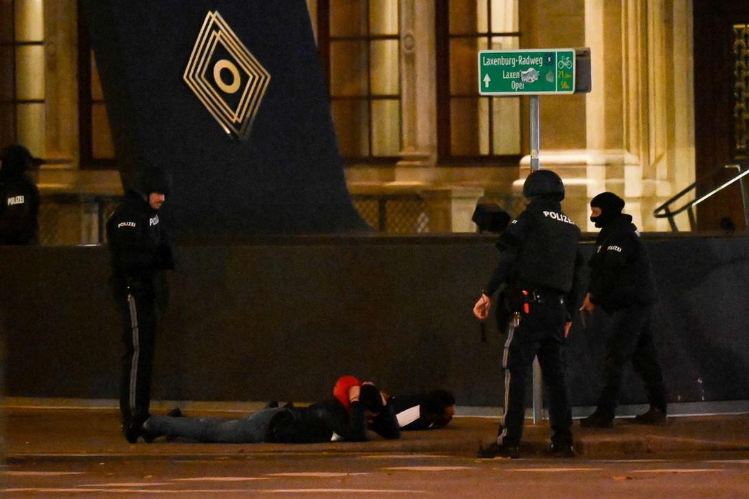 Vienna, attacchi in vari punti della città: morti e feriti