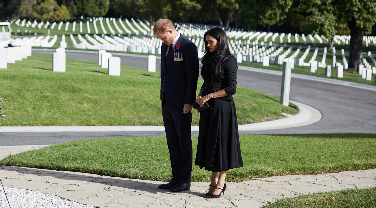 Harry e Meghan a Los Angeles e gli altri a Londra: la royal family divisa per le celebrazioni del Remembrance Sunday